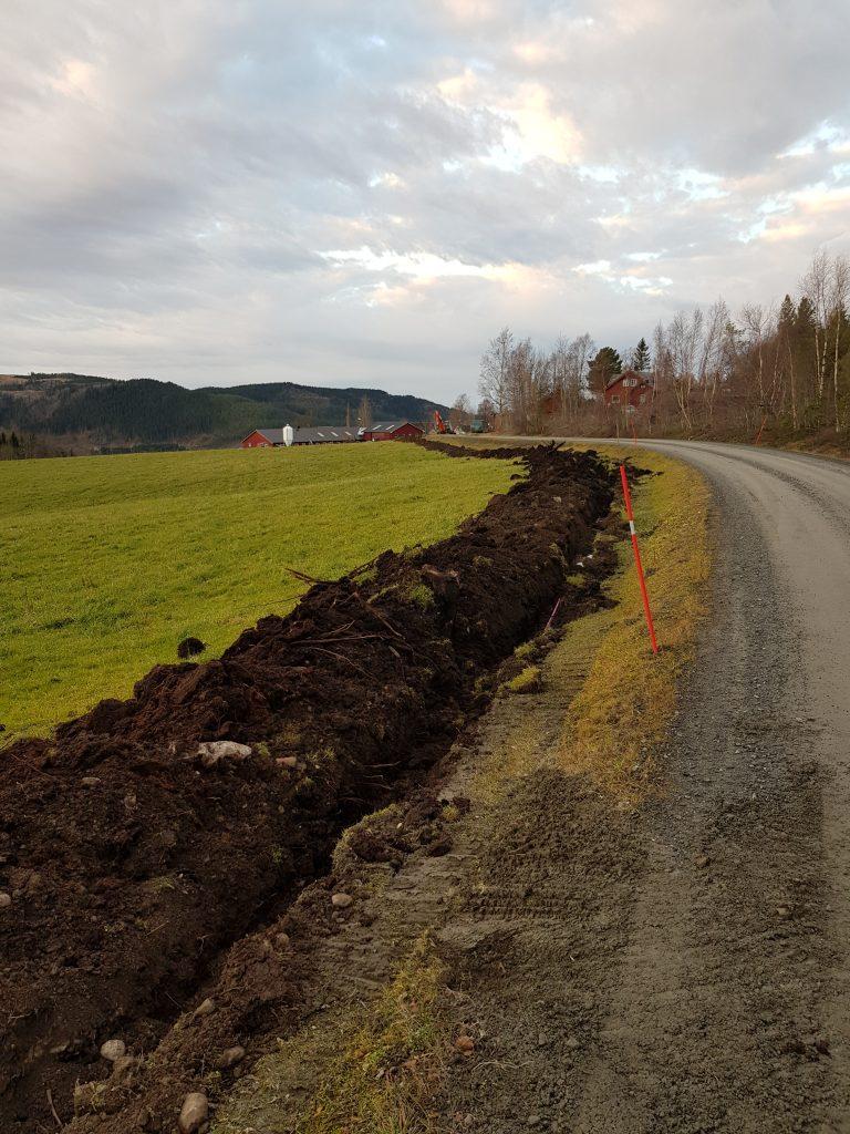 Grøft for fiberrør i Leksdalen. Tatt i 2018.