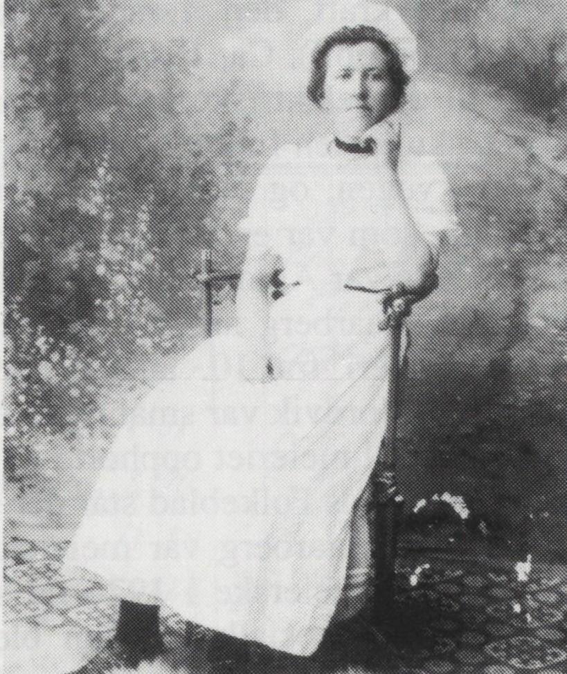 Jona Marie Grande i meierskedrakt. Fra Verdal historielags skrifter 18 - 1991