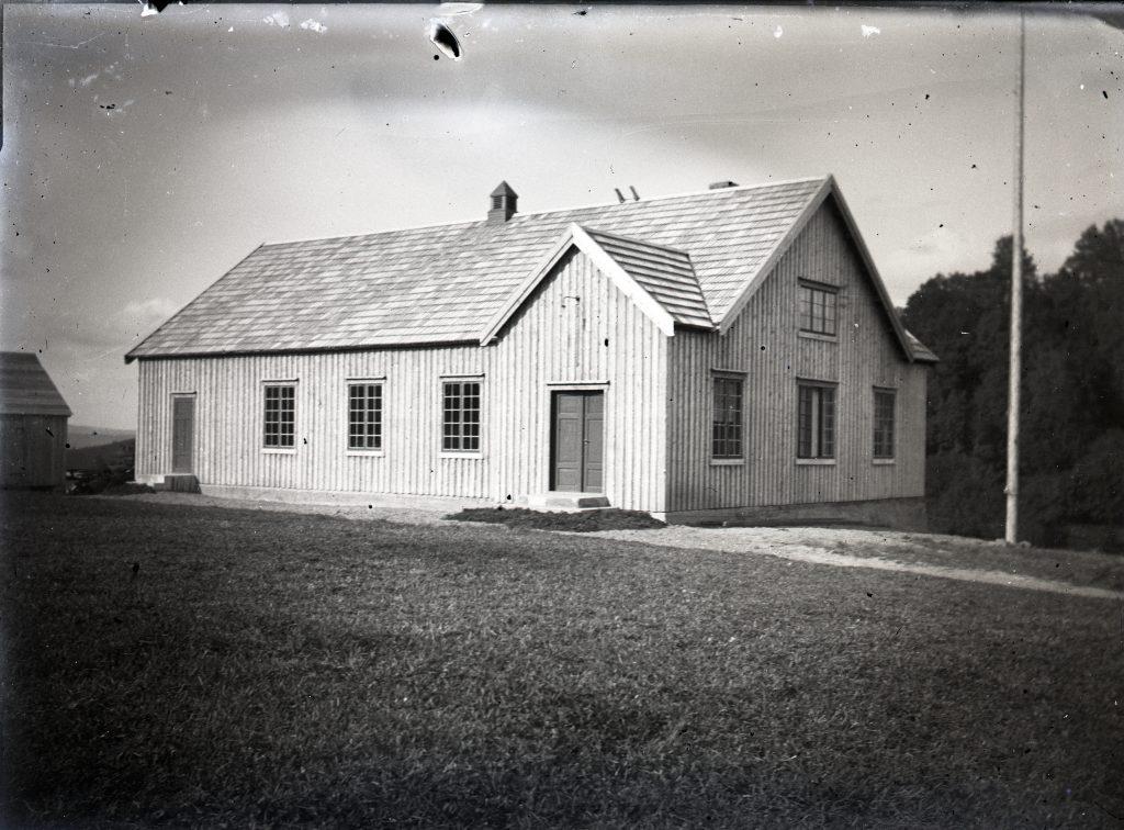 Nybygd Fossheim Forsamlingshus. Utlånt av Stiklestad Nasjonale Kultursenter.