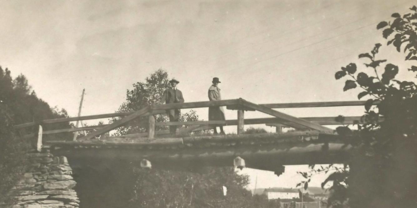 Den gamle trebrua. Tatt rundt 1930 tallet. Utlånt med tillatelse: Ragnhild Hermann